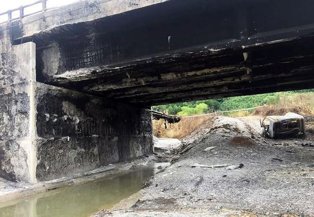 Cầu trơ lõi thép sau vụ cháy xe bồn trên cao tốc Nội Bài - Lào Cai  - Ảnh 8.