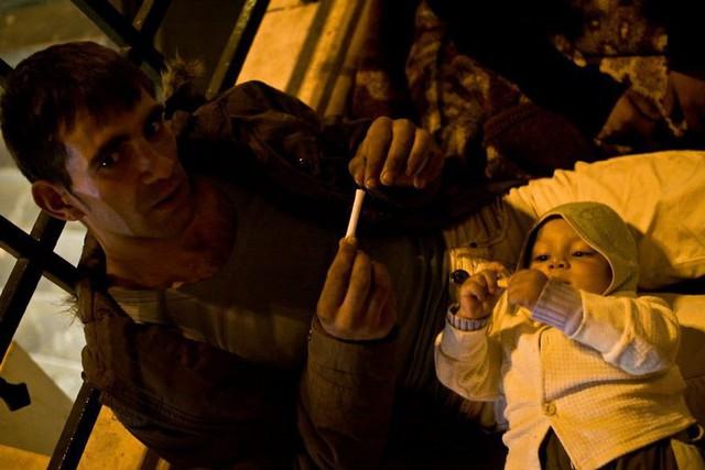 Một Paris rất khác: Không có ánh hào quang hoa lệ, người vô gia cư sống vạ vật, lay lắt trên những con phố bẩn thỉu ngập ngụa rác - Ảnh 9.