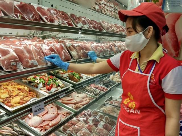 Thịt ngoại nhập giá rẻ, tràn ngập cả... vỉa hè  - Ảnh 1.