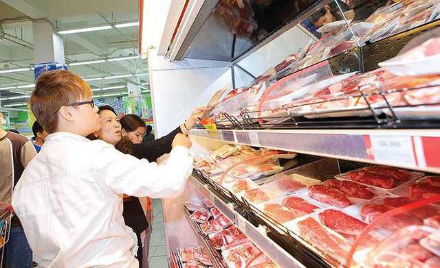 Thịt ngoại nhập giá rẻ, tràn ngập cả... vỉa hè  - Ảnh 2.