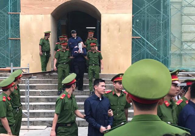 Phiên tòa sáng 16/1: Tòa nhận được hồ sơ chứng minh ông Trần Bắc Hà đang chữa bệnh ở Singapore - Ảnh 1.