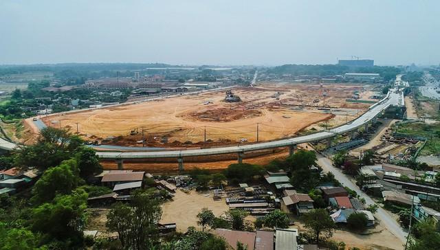 Cận cảnh dự án Bến xe Miền Đông hơn 4.000 tỷ chậm tiến độ do vướng 2 căn nhà - Ảnh 2.
