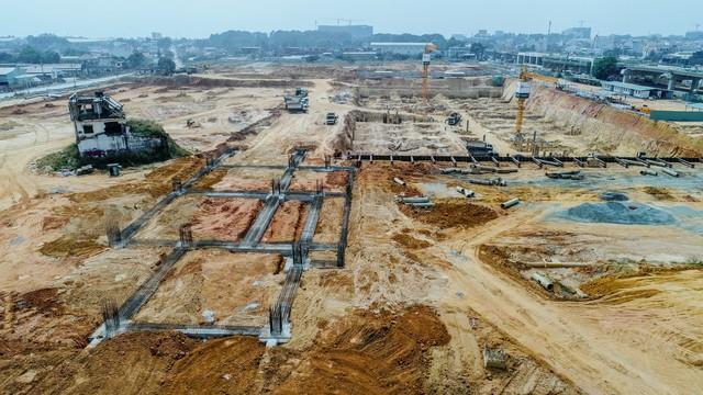 Cận cảnh dự án Bến xe Miền Đông hơn 4.000 tỷ chậm tiến độ do vướng 2 căn nhà - Ảnh 3.