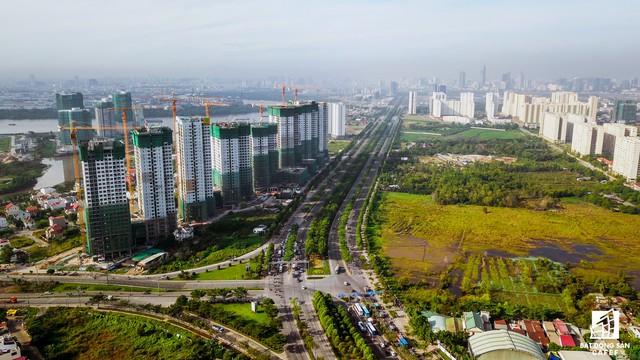 TP.HCM đang đầu tư hàng chục ngàn tỷ đồng nâng cấp mở rộng các trục giao thông chính tại khu Đông, như Nguyễn Xiển, Lò Lu, Đỗ Xuân Hợp, xây cầu Phú Hữu, cầu Tăng Long, cầu nối Long Thành (Đồng Nai), cầu Thủ Thiêm 2, 3 và 4… sẽ góp phần giảm áp lực giao thông cho khu vực, thu hút lượng vốn lớn vào BĐS khu vực này. Sau khi hoàn thành một số dự án lớn, năm 2018 Novaland tiếp tục cho ra thị trường nhiều sản phẩm cao cấp tại khu Đông.