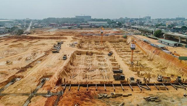 Cận cảnh dự án Bến xe Miền Đông hơn 4.000 tỷ chậm tiến độ do vướng 2 căn nhà - Ảnh 4.