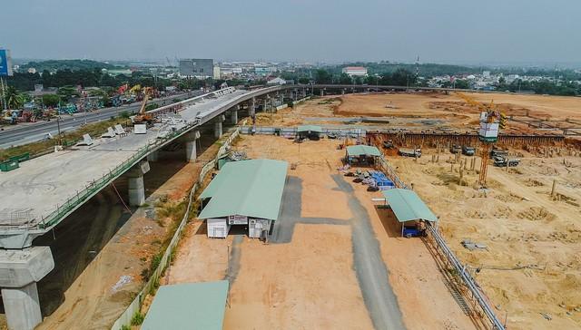 Cận cảnh dự án Bến xe Miền Đông hơn 4.000 tỷ chậm tiến độ do vướng 2 căn nhà - Ảnh 6.
