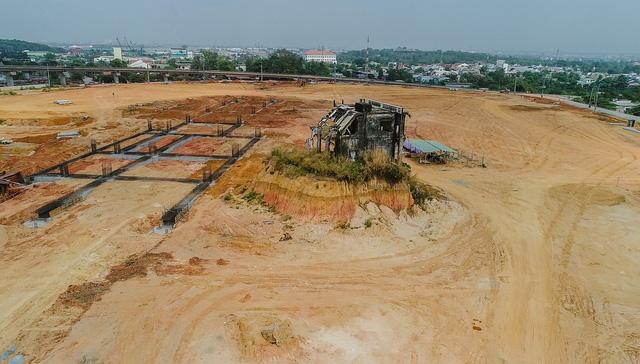 Cận cảnh dự án Bến xe Miền Đông hơn 4.000 tỷ chậm tiến độ do vướng 2 căn nhà - Ảnh 8.