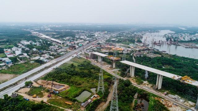 Cận cảnh cao tốc Bến Lức - Long Thành đoạn qua TP.HCM và Long An - Ảnh 10.