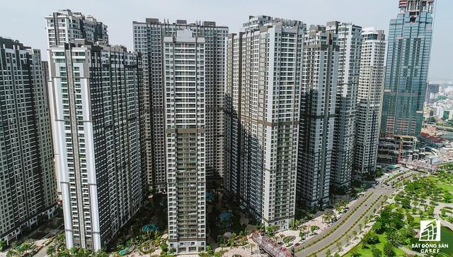 Nhiều block căn hộ cao cấp đã kịp thời bàn giao cho khách hàng dọn về sinh sống, đón Tết âm lịch đang gần đến.