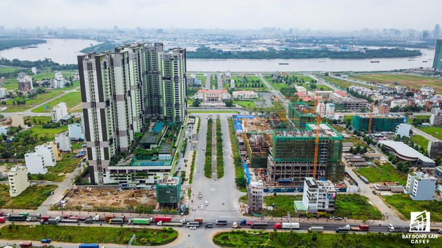 Ngay sau khi hoàn thành giai đoạn 1, Capita Land đang triển khai giai đoạn 2 dự án căn hộ cao cấp ngay trước UBND quận 2. Dự kiến trong quý 2/2018, gần 1.000 căn hộ tại đây được tung ra thị trường.