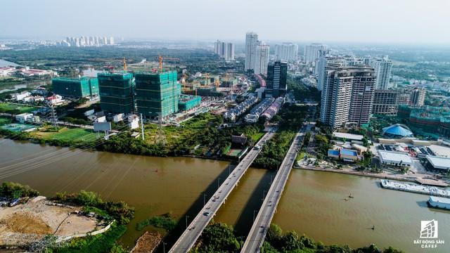 Khu căn hộ Kenton Node (Tài Nguyên) và Sunsire Riverside (Novaland) đang cạnh tranh nhau bằng tốc độ thi công. Các dự án này nằm cạnh đường Nguyễn Văn Linh chỉ 300m.