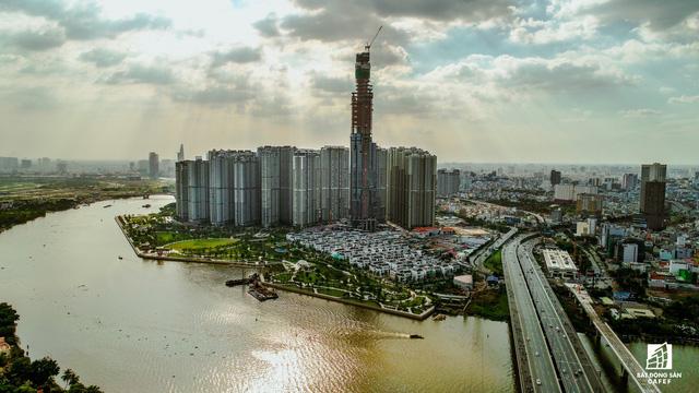 Theo một đại diện CTD, dự kiến trong tháng 2/2018 tòa tháp cao nhất Việt Nam Landmark 81 sẽ được cất nóc, hoàn thành toàn bộ tổ hợp này vào cuối năm 2018. Đây được xem là dự án đẹp nhất ngay trung tâm và trở thành một biểu tượng mới, một điểm đến mới của TP.HCM.