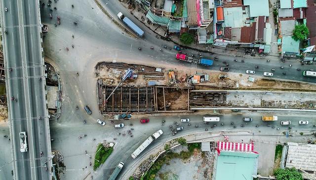 Toàn cảnh nút giao thông 3 tầng đầu tiên tại TP.HCM nhìn từ trên cao - Ảnh 11.