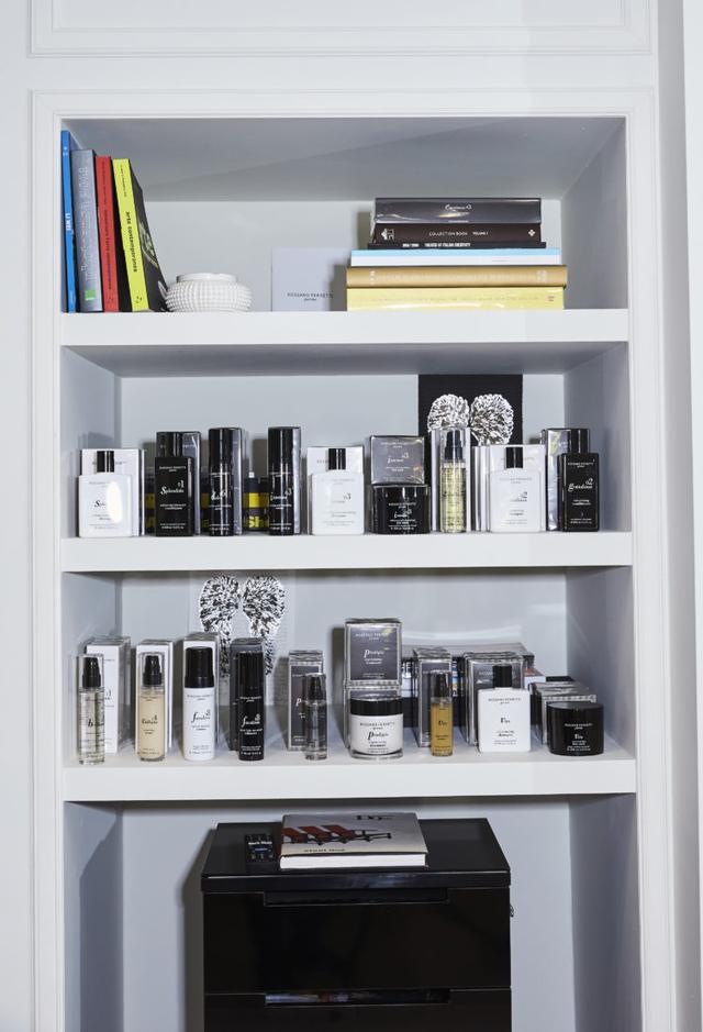 Bộ sản phẩm chăm sóc tóc gồm 18 loại của Ferretti.