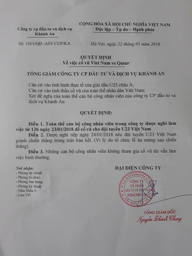 Giám đốc công ty có tinh thần thể thao nhất: Ký quyết định cho nhân viên nghỉ làm để cổ vũ... U23 Việt Nam - Ảnh 1.