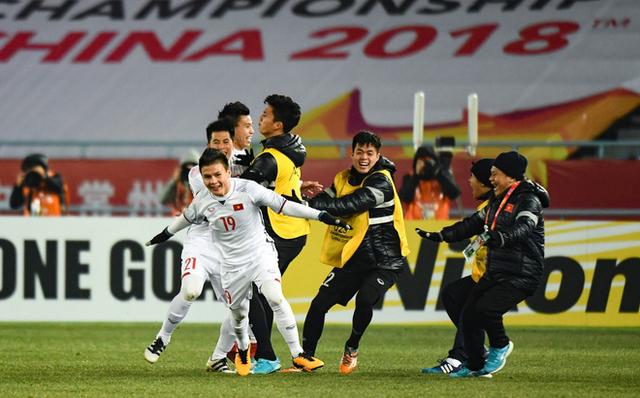 Chiến thắng sau trận đấu nghẹt thở, U23 Việt Nam hiên ngang bước vào chung kết - Kỳ tích của bóng đá nước nhà - Ảnh 2.