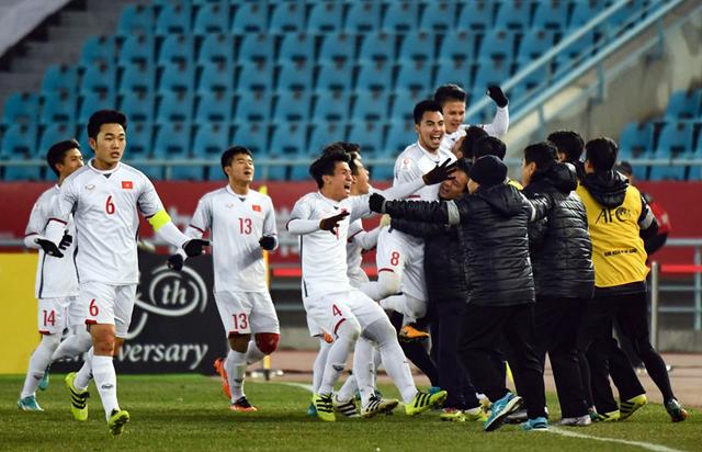 Chiến thắng sau trận đấu nghẹt thở, U23 Việt Nam hiên ngang bước vào chung kết - Kỳ tích của bóng đá nước nhà - Ảnh 3.
