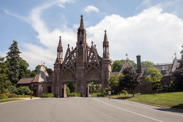 Đẹp như khu nghỉ dưỡng, nghĩa trang này là nơi an nghỉ của giới nhà giàu và những người quyền lực ở New York - Ảnh 1.