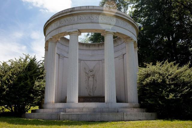 Đẹp như khu nghỉ dưỡng, nghĩa trang này là nơi an nghỉ của giới nhà giàu và những người quyền lực ở New York - Ảnh 10.