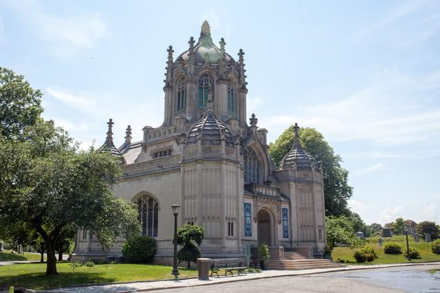 Đẹp như khu nghỉ dưỡng, nghĩa trang này là nơi an nghỉ của giới nhà giàu và những người quyền lực ở New York - Ảnh 14.