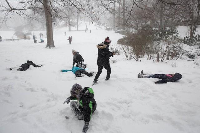 Dù tuyết lạnh gây ra nhiều phiền phức nhưng nó cũng mang lại niềm vui cho nhiều người.