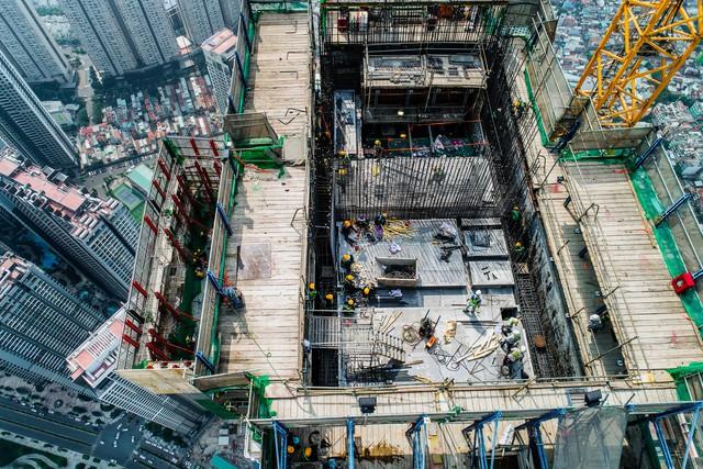 Cận cảnh tòa tháp cao nhất Việt Nam Landmark 81 chuẩn bị cất nóc - Ảnh 3.
