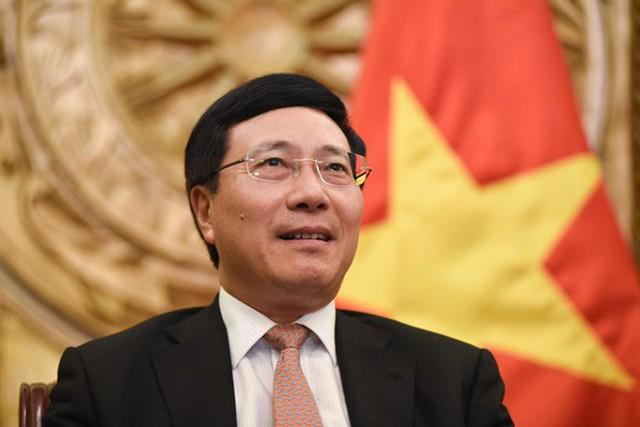 Phó Thủ tướng, Bộ trưởng Ngoại giao Phạm Bình Minh trao đổi với báo chí - Ảnh: Lam Phương