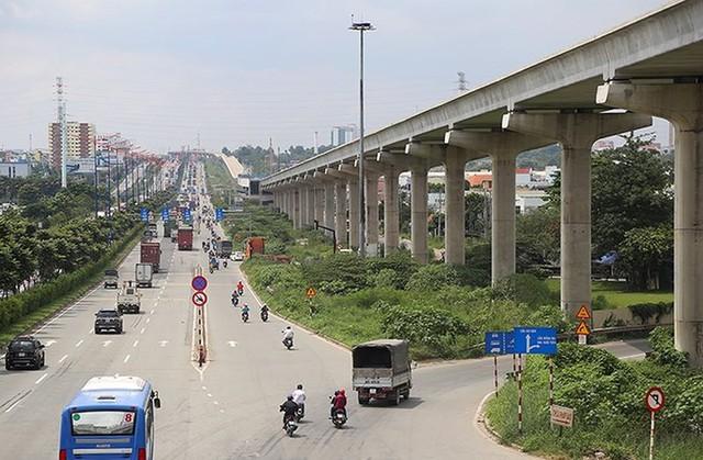 Metro số 1 ( Bến Thành - Suối Tiên ) đội vốn gần 30.000 tỉ đồng. Ảnh: HOÀNG GIANG