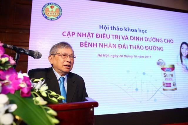 Giáo sư, Tiến sĩ Thái Hồng Quang, Phó chủ tịch Hội Nội tiết – đái tháo đường Việt Nam.