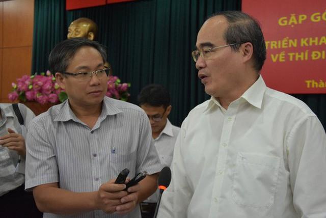 Ủy viên Bộ Chính trị, Bí thư Thành ủy TP HCM Nguyễn Thiện Nhân trả lời báo chí ngày 9-1