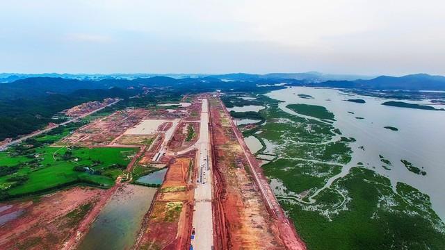 Cảng hàng không Quốc tế Vân Đồn đang được gấp rút xây dựng