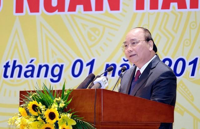 Thủ tướng Nguyễn Xuân Phúc đề nghị hệ thống ngân hàng tính toán giảm lãi suất, giảm đồng loạt vì lợi ích chung, lợi ích quốc gia.
