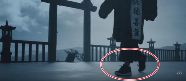 Đôi giày của Bitis xuất hiện trong MV Lạc trôi của ca sĩ Sơn Tùng MTV ra mắt hồi đầu năm 2017.