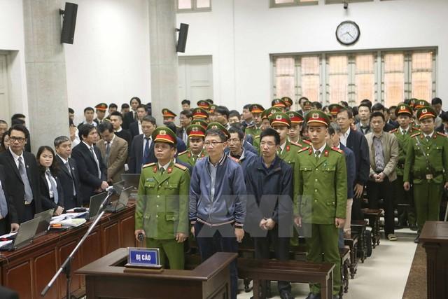 Bị cáo Trịnh Xuân Thanh, nguyên Chủ tịch Hội đồng quản trị, Tổng Giám đốc PVC và đồng phạm tại phiên xét xử. (Ảnh: Doãn Tấn/TTXVN)
