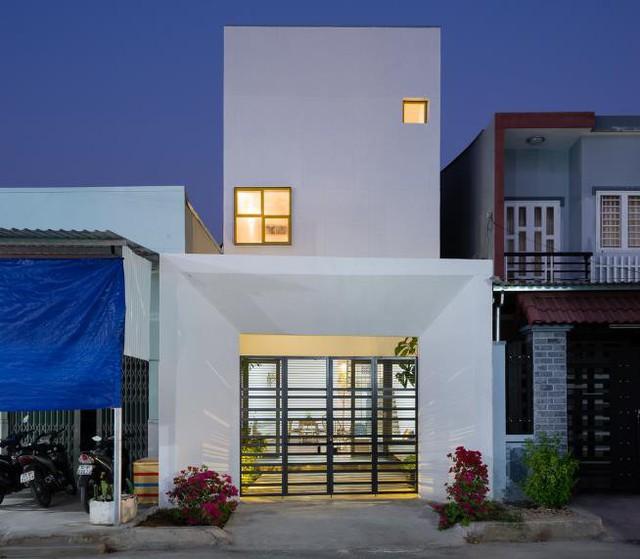 Ngôi nhà Up2green nổi bật với mặt tiền vô cùng khác lạ, không giống bất kỳ ngôi nhà nào cùng khu phố.