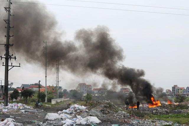 Ám ảnh bãi phế liệu kín cả cánh đồng tại nơi xảy ra vụ nổ ở Bắc Ninh - Ảnh 8.