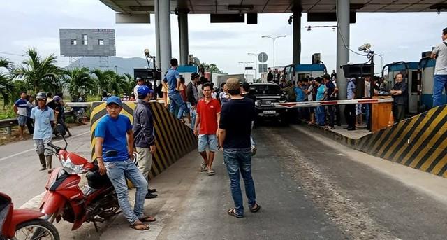 Tài xế dừng xe phản đối, BOT Sông Phan xả trạm - Ảnh 2.