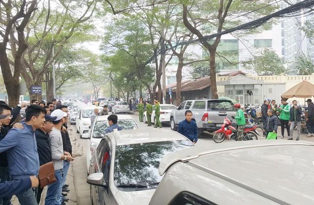 Hàng trăm xe ô tô tuần hành trên đường phố Hà Nội đòi Grab giảm tỷ lệ ăn chia - Ảnh 4.