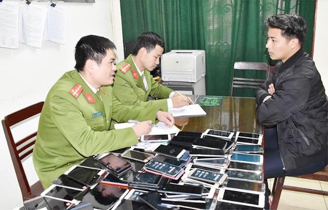 Lô điện thoại tiền tỷ nhập lậu từ Móng Cái về Ninh Bình  - Ảnh 1.