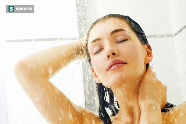 Sai lầm khi tắm vào mùa đông gây nguy hiểm nhiều người vô tình mắc mà không biết - Ảnh 1.