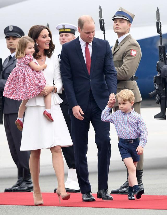 Cách vợ chồng Hoàng tử William thể hiện tình yêu và che chở con được các chuyên gia hết lời khen - Ảnh 1.