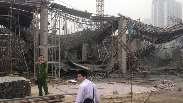 Cận cảnh hiện trường vụ sập giàn giáo khiến 3 công nhân thiệt mạng ở Hà Nội - Ảnh 2.