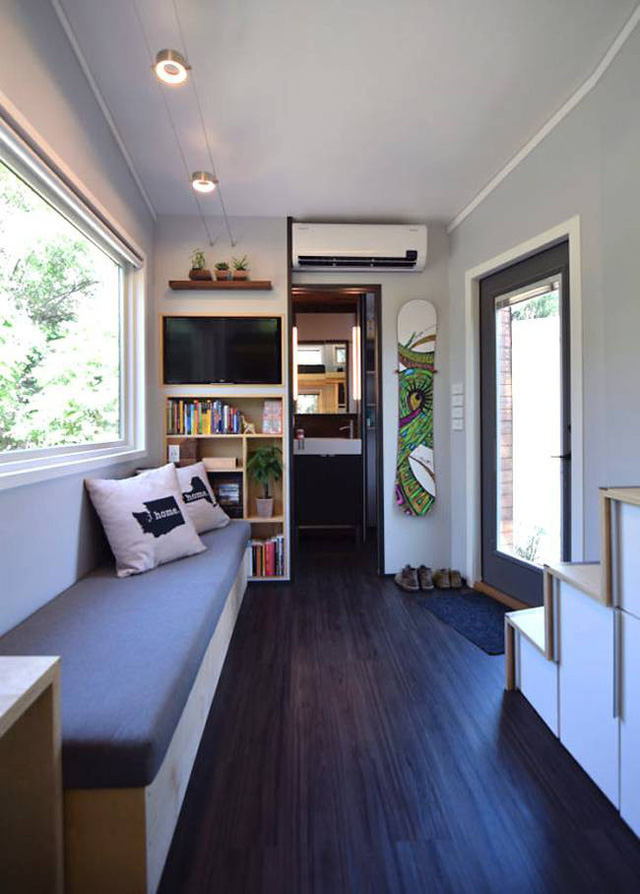 Cặp vợ chồng trẻ sống thoải mái và tiện nghi trong ngôi nhà 18m2 - Ảnh 2.