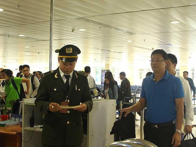Phương án mới giải cứu ùn ứ sân bay Tân Sơn Nhất - Ảnh 1.