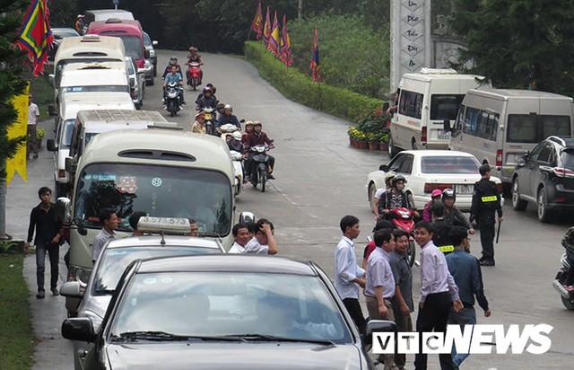 Quảng Ninh cấm cán bộ, công chức đi lễ hội trong giờ hành chính - Ảnh 1.