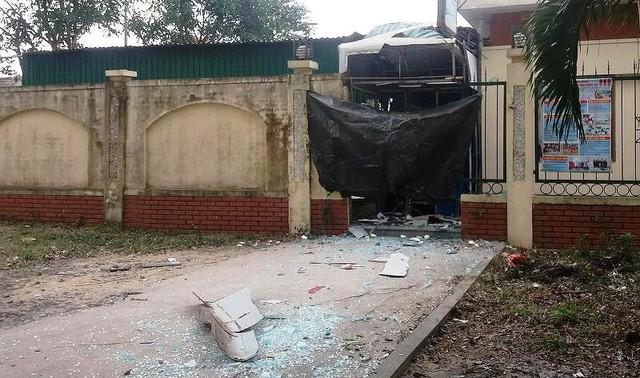2 nghi can nổ mìn phá ATM đã bị bắt - Ảnh 1.