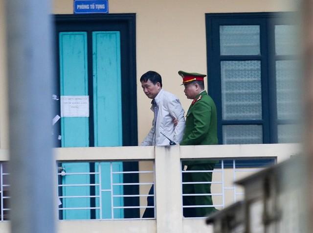 Ông Đinh La Thăng bị tuyên 13 năm tù, Trịnh Xuân Thanh chung thân - Ảnh 3.