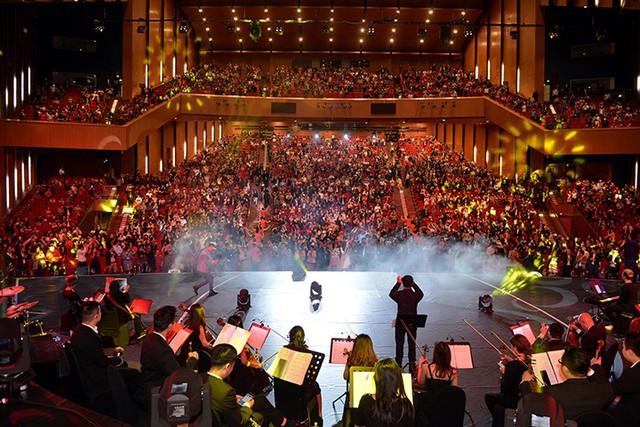 """Ấn tượng với dàn sao """"khủng"""" trong đêm nhạc tri ân của Tập đoàn Sunshine - Ảnh 2."""
