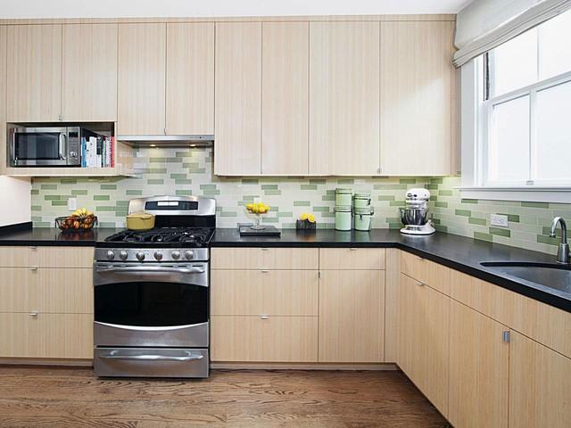 Khi chiếc tủ bếp nhựa nhà bạn bị bẩn, bạn chỉ cần lau chùi bằng nước, tủ bếp nhà bạn nhanh chóng sáng trở lại bình thường.