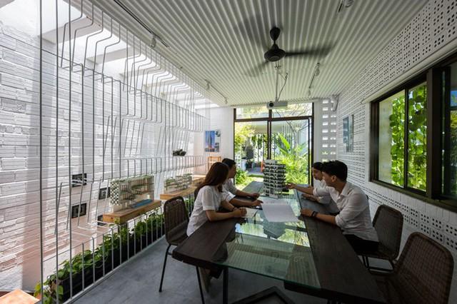 Hàng vạn dân văn phòng sẽ mơ ước được làm việc trong resort ngập cây xanh này - Ảnh 11.
